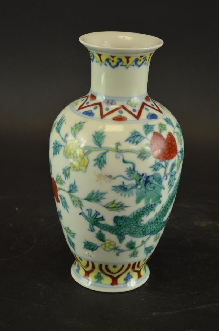 Chinese Wucai Glaze Porcelain Dragon Vase
