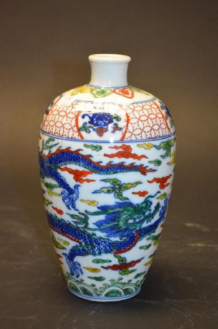 Chinese Wucai Glaze dragon Vase