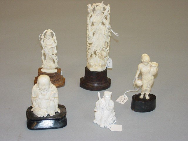 209: A Lot of Five Peices of Carved Ivory Figurines