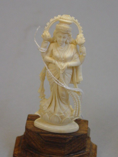209: A Lot of Five Peices of Carved Ivory Figurines - 2