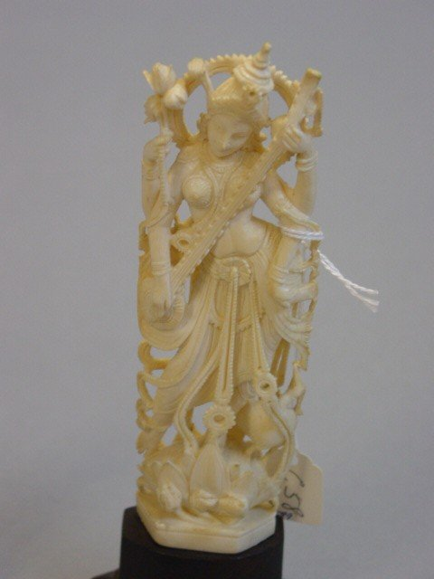209: A Lot of Five Peices of Carved Ivory Figurines - 3