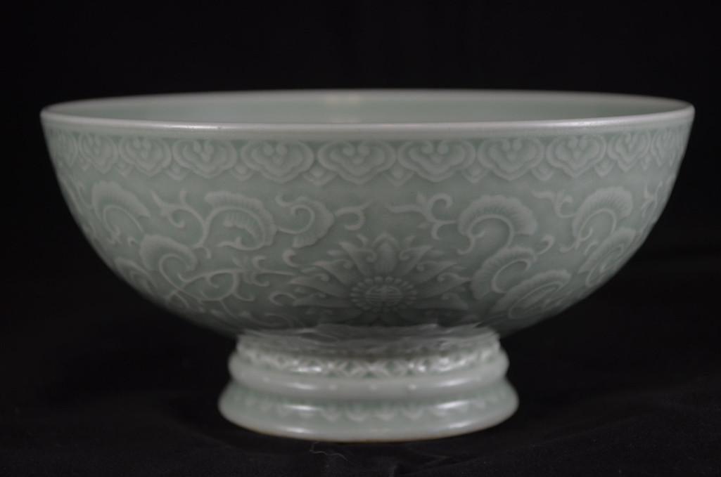 Chinese Celedon Glaze Porcelain Footed Bowl