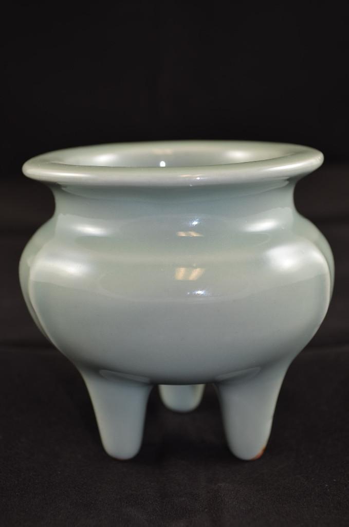 Chinese Celedon Glaze Porcelain Tripod Censor