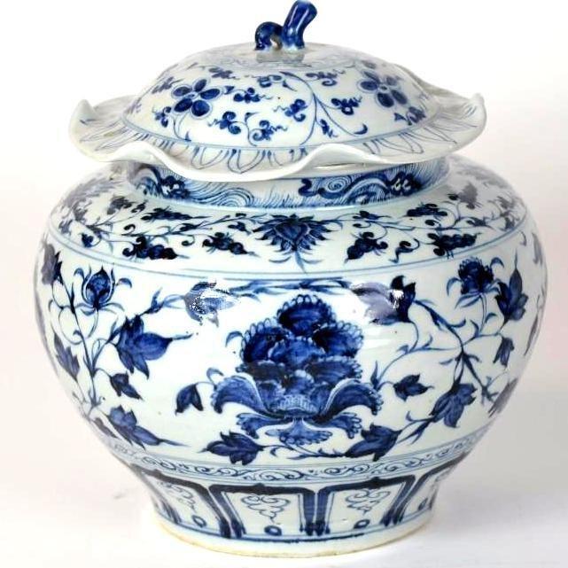 Chinese Blue & White Porcelain Lidded 'Peony' Jar