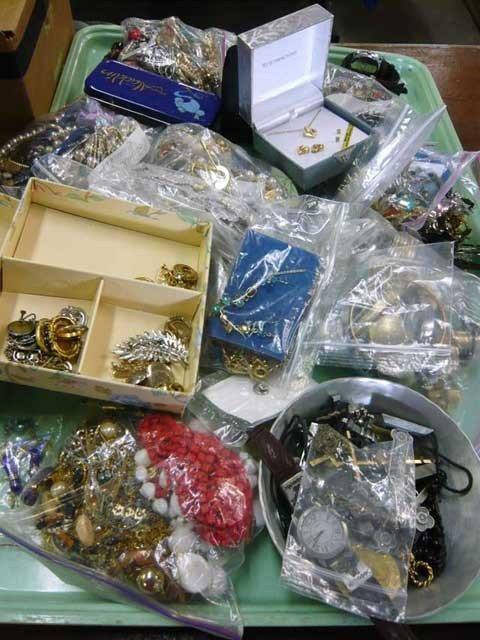 91: Tray lot, costume jewelry