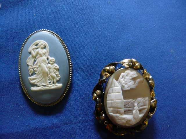 143: Lot of 2 Cameo's (1) Wedgwood Jasper in Silver,