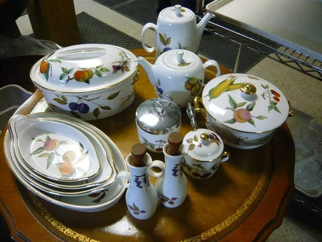 148: Royal Worcester China covered Casserole, (4) Au