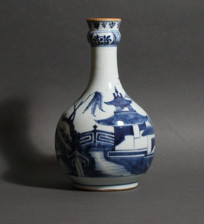 Chinese Qianlong Period Blue and White Guglet Vase
