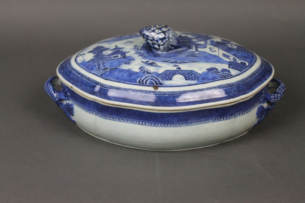 Fine Chinese Qianlong Period Blue and White Tureen