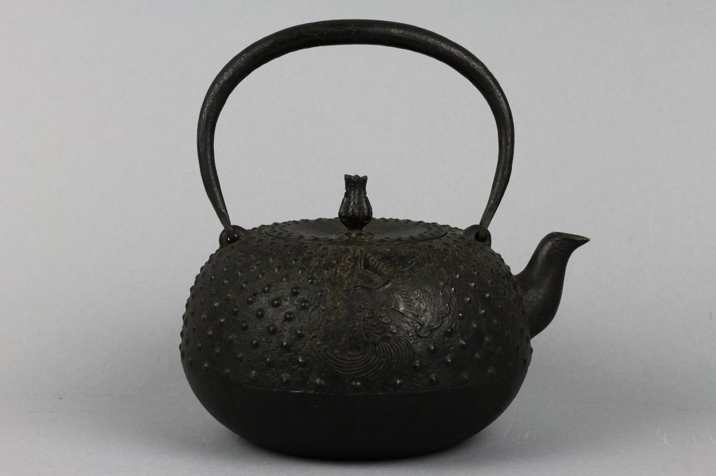 Chinese or Japanese 17th century Iron Teapot