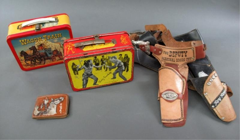 19: GROUP LOT OF WESTERN TOYS AND COSTUMES