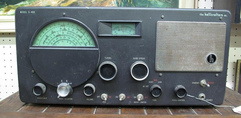 11: THE HALLICRAFTERS CO. RECEIVER MODEL S-40 A
