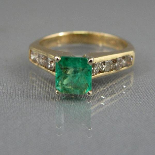 320: EMERALD & DIAMOND RING
