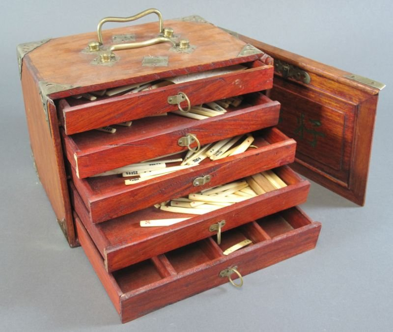 10: MAHOGANY CASED MAHJONG SET -with bone playing piece