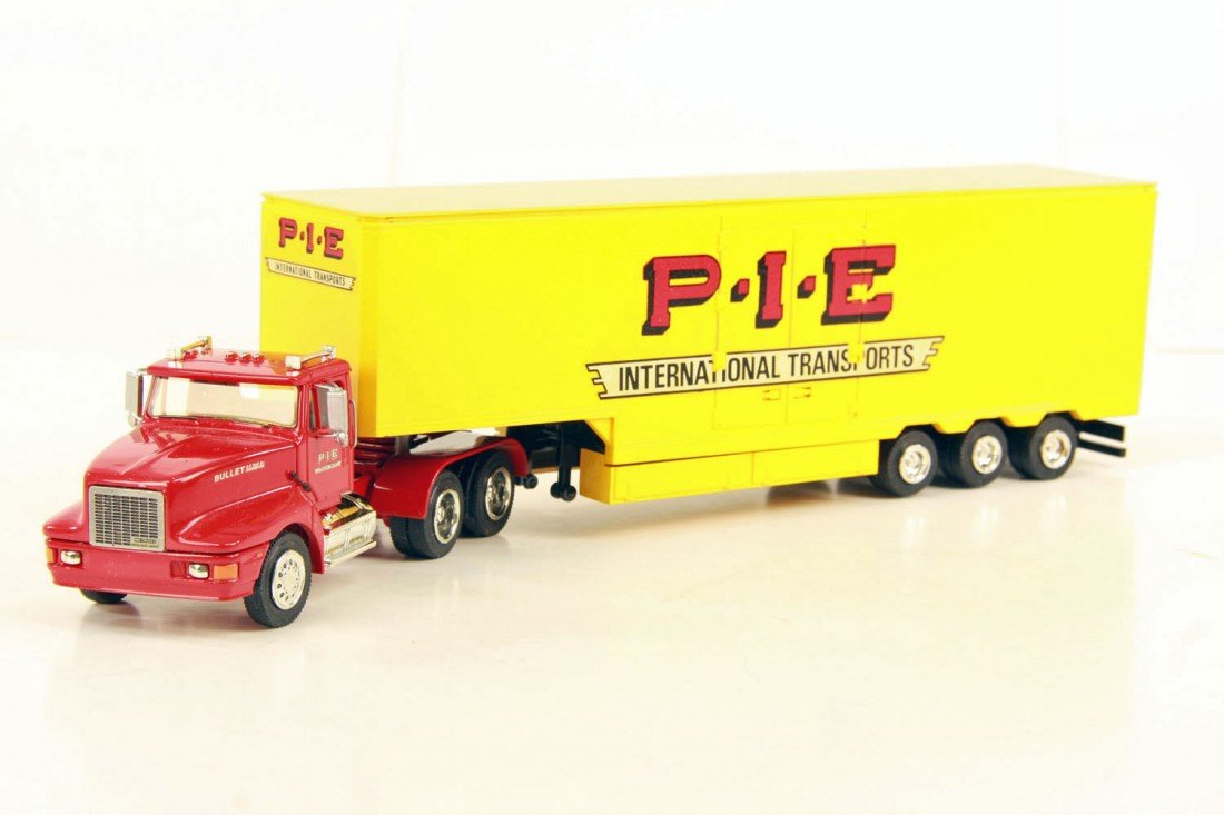 22: Bullet 3-Axle PIE Red Tractor w/Yellow 48ft Step-Do
