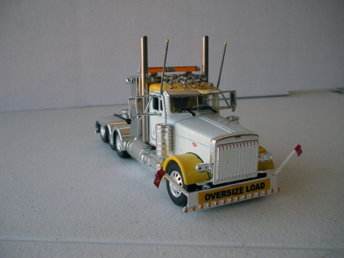 125: Peterbilt 379 4 Axle Heavy Haul Tractor