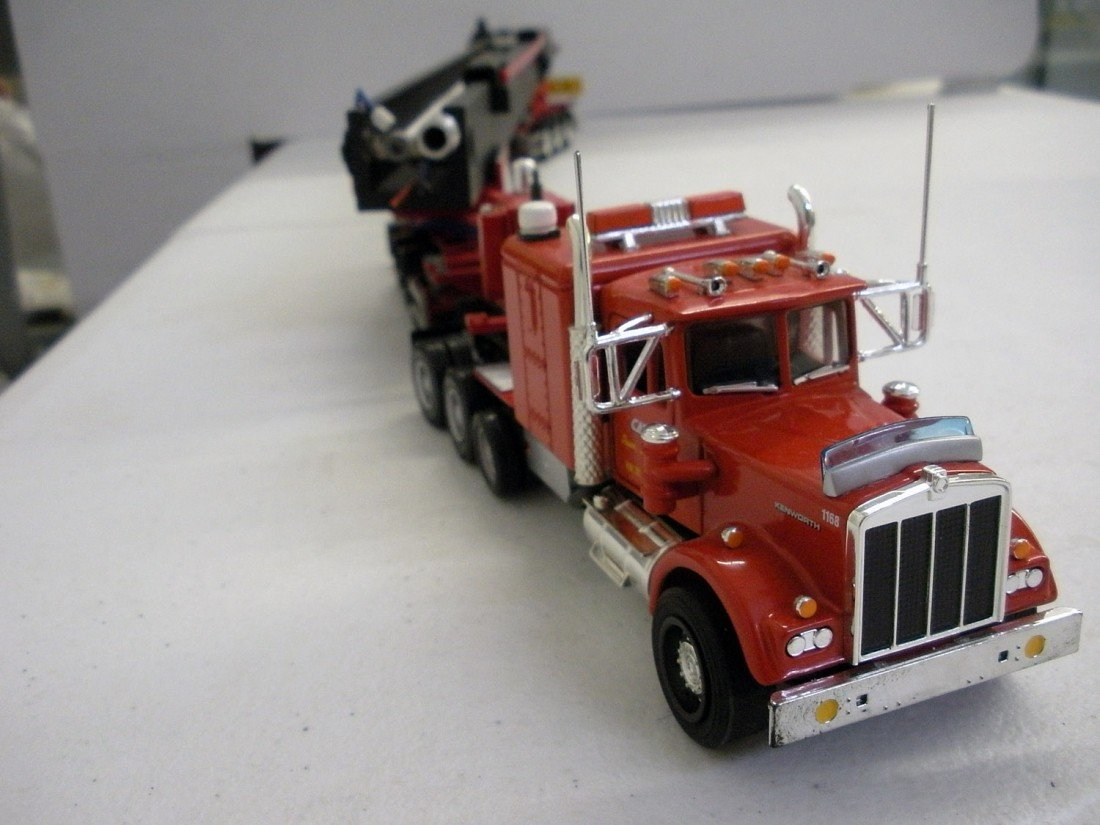 171: Kenworth W900 w/Portable Oil Rig Trailer