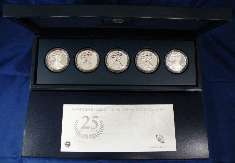 2011 ANNIVERSARY SILVER SET BOX + 5 OZ SILVER