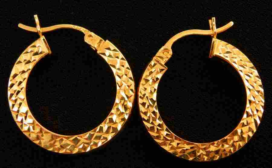 Beautiful pair of 14k Gold Hoop earrings 2.5g