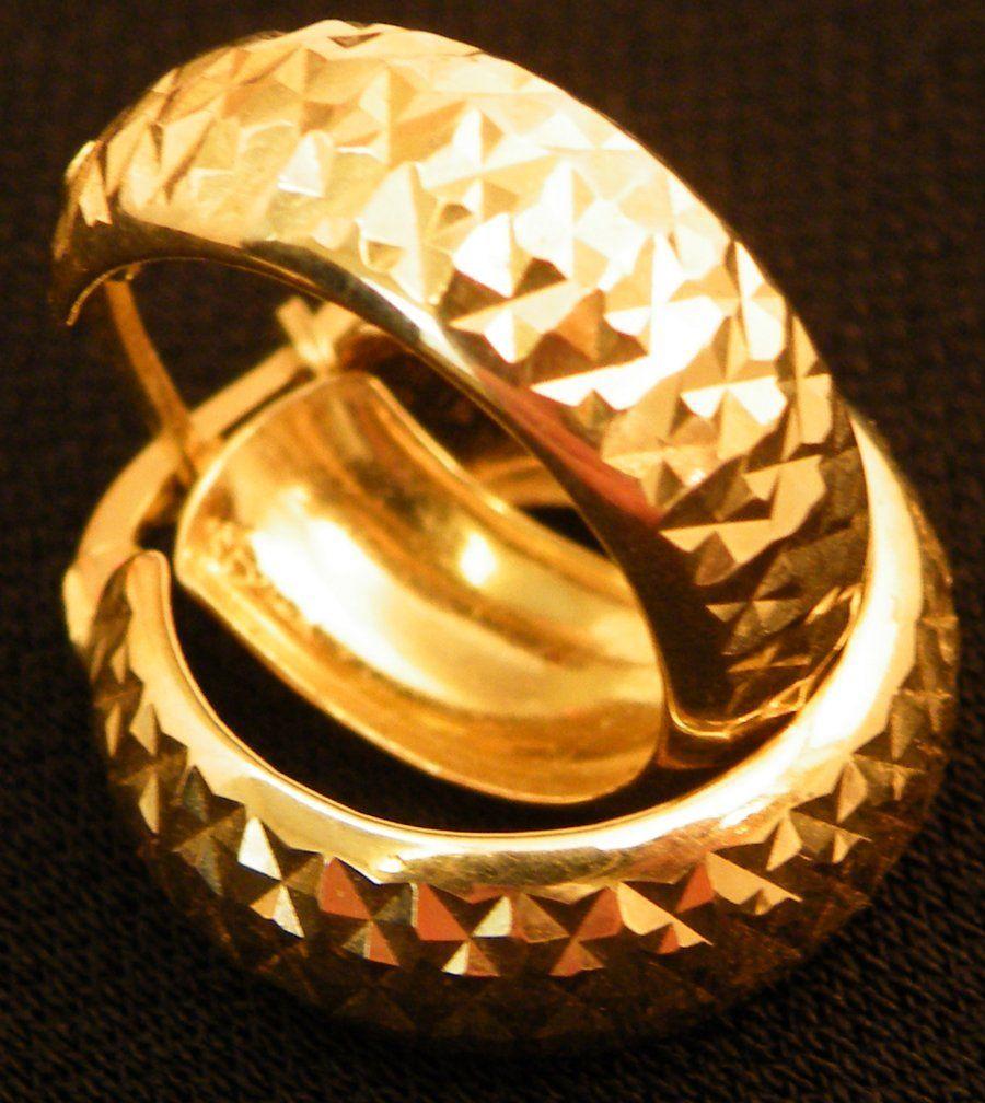 Beautiful pair of 14k Gold Hoop earrings 2.7g