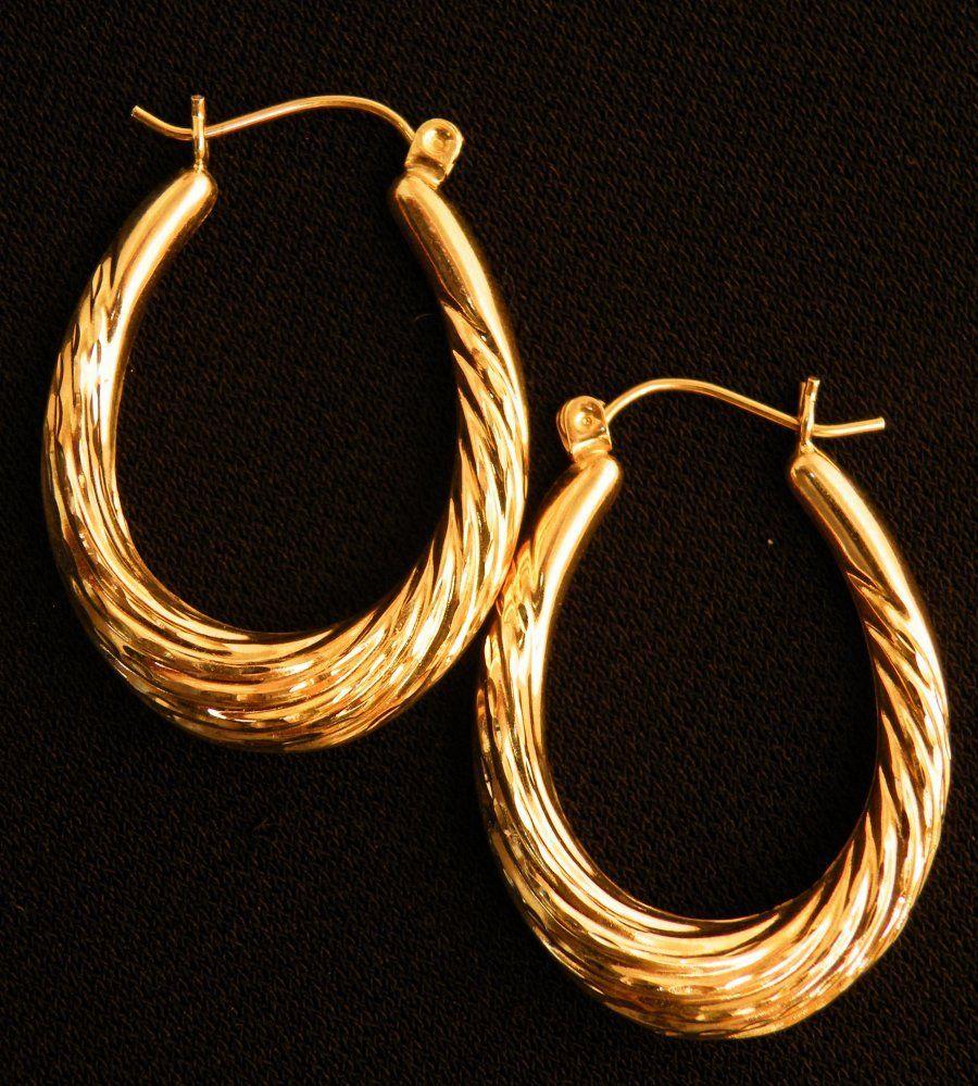 Beautiful pair of 14k Gold Hoop earrings 2.4g