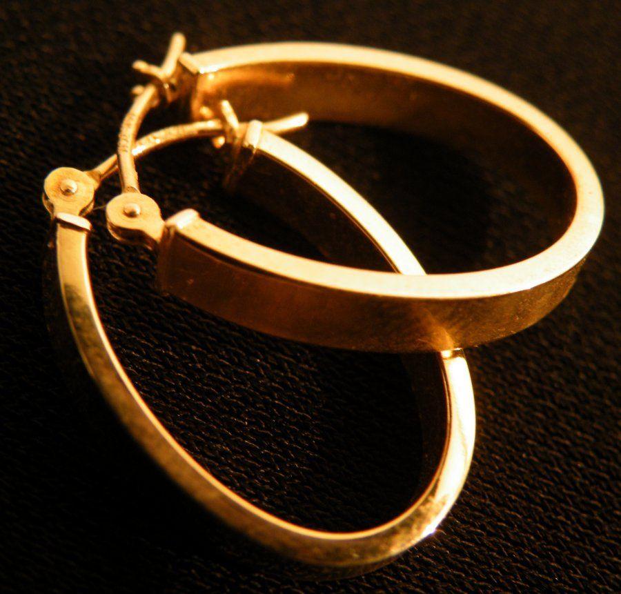 Beautiful pair of 14k Gold Hoop earrings 1.0g