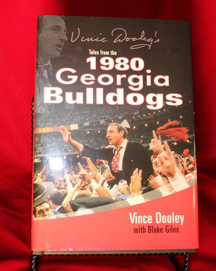 11: VINCE DOOLEY SIGNED 1980 GEORGIA BULLDOGS BOOK