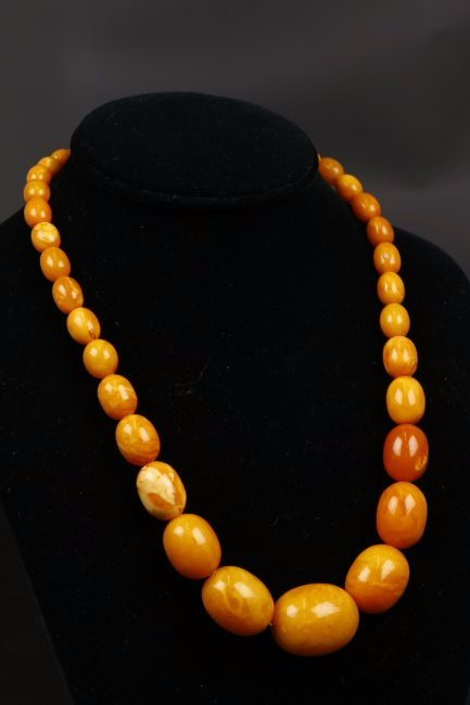 Old Oval Amber Beaded Necklace.