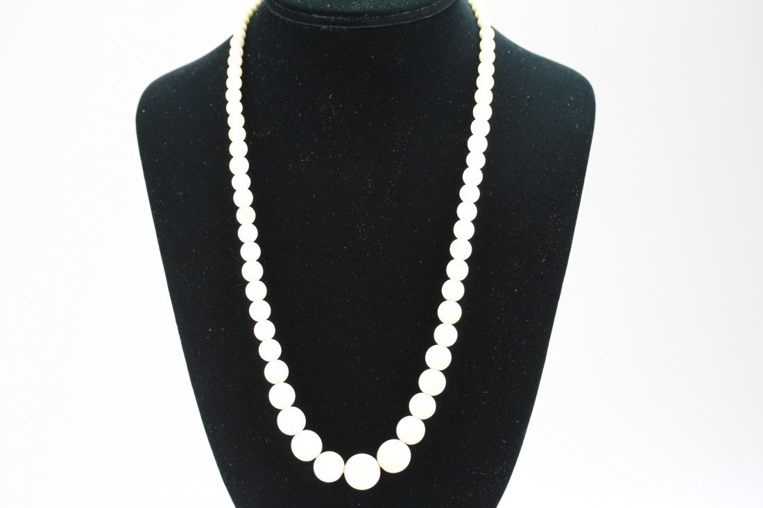 007: Old ivory necklace