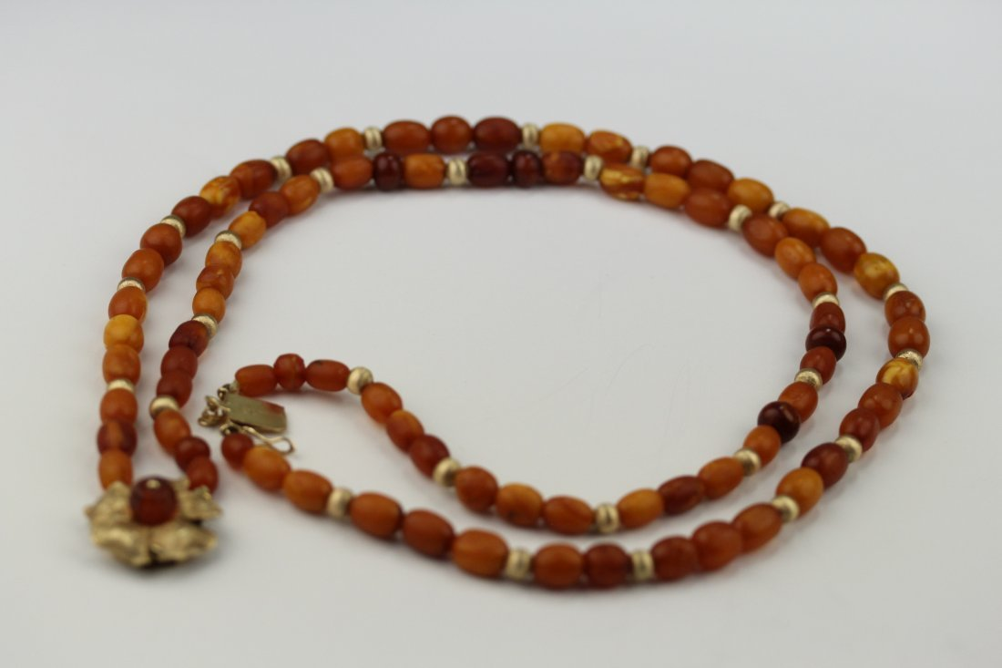 016: amber necklace
