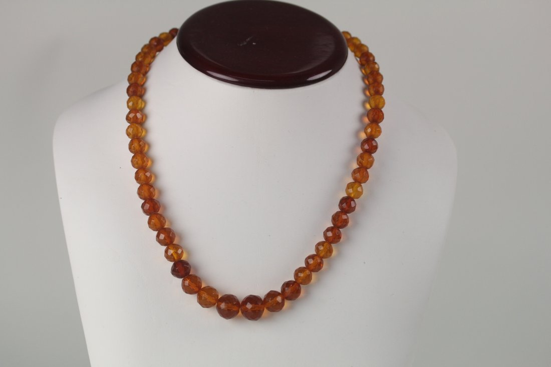 017: Old amber necklace