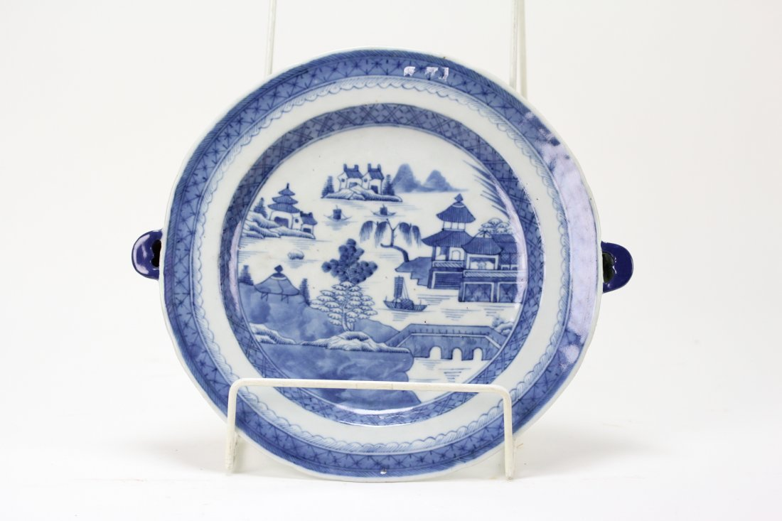002: Chinese export blue and white warm plate