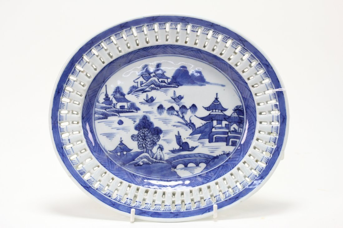009: Chinese blue and white salad plate