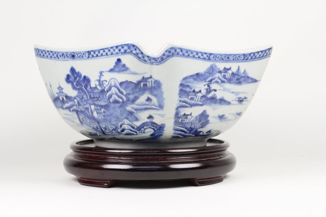 010: Chinese export blue and white bowl