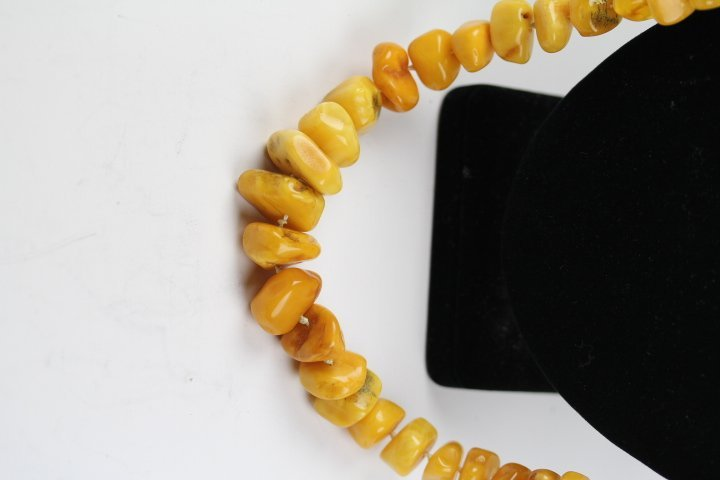 FINE ANTIQUE AMBER NECKLACE - 2