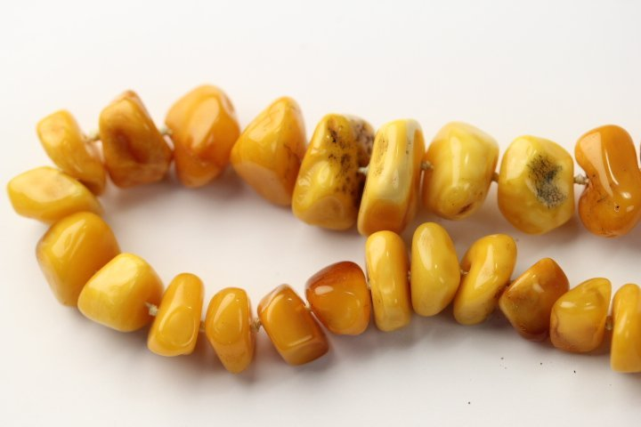 FINE ANTIQUE AMBER NECKLACE - 3