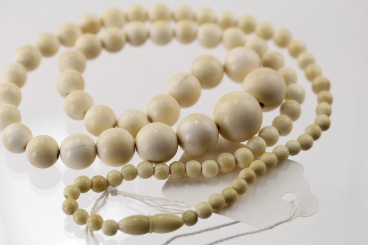 OLD HIGH QUALITY IVORY NECKLACE