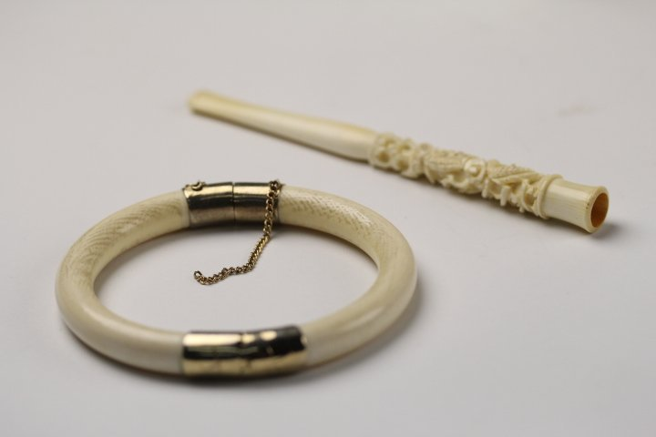 PAIR OF OLD IVORY PIPE & bangle