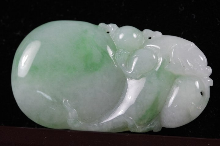 "NATURAL QUALITY ""A"" GRADE ICY JADEITE PENDANT"