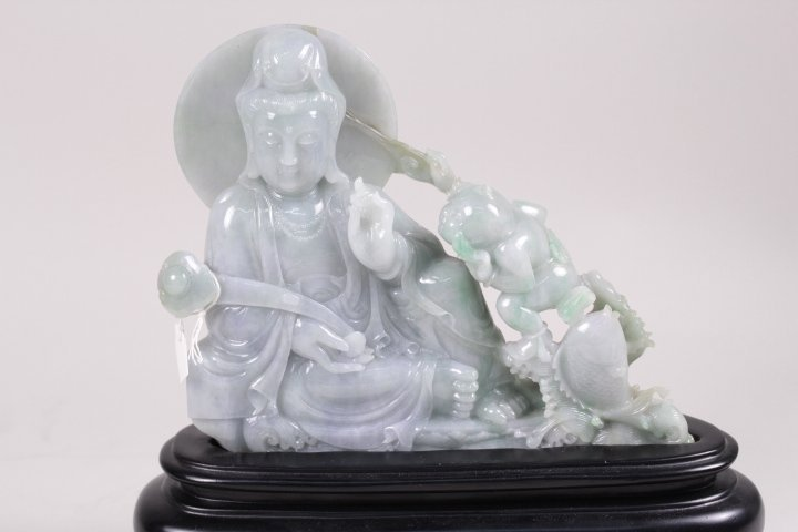 HIGH QUALITY JADEITE STATUE CARVED WITH GUANYIN