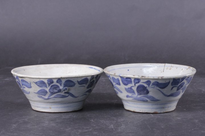 A PAIR OF KOREAN BLUE AND WHITE BOWLS