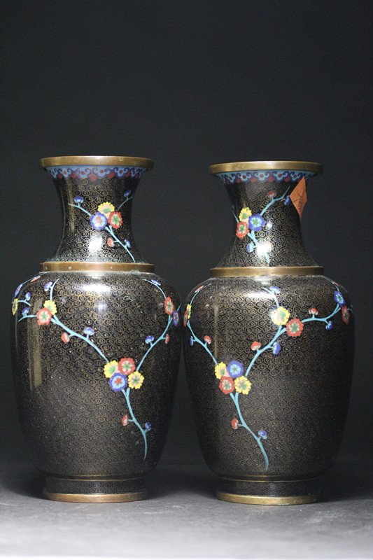 PAIR OF REFINED CLOISONNE VASES.