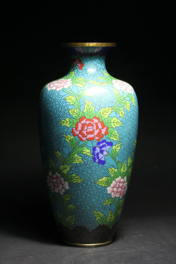 VERY REFINE CLOISONNE VASE.
