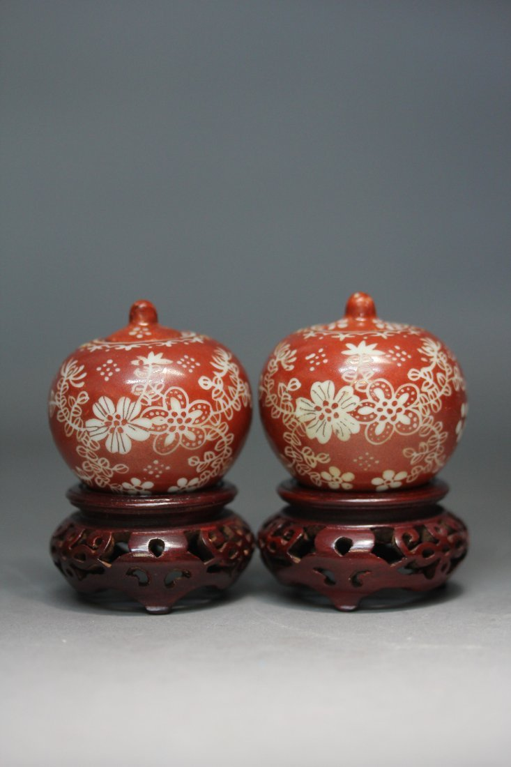 PAIR OF IRON-RED PORCELAIN LIDDED BOWLS.