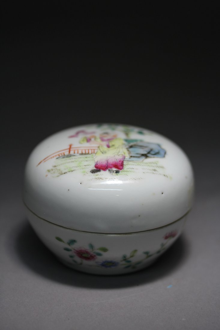 FAMILLE ROSE PORCELAIN INK BOX.