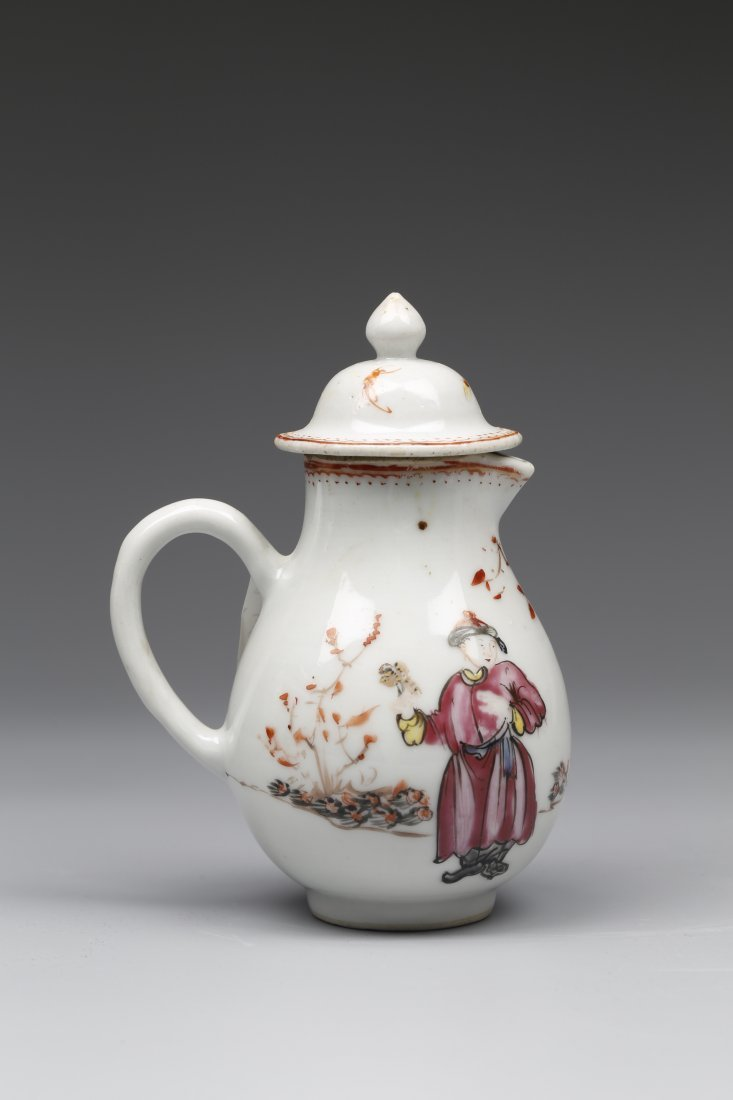 Export Famille Rose and Iron-red Porcelain Sause Pot.