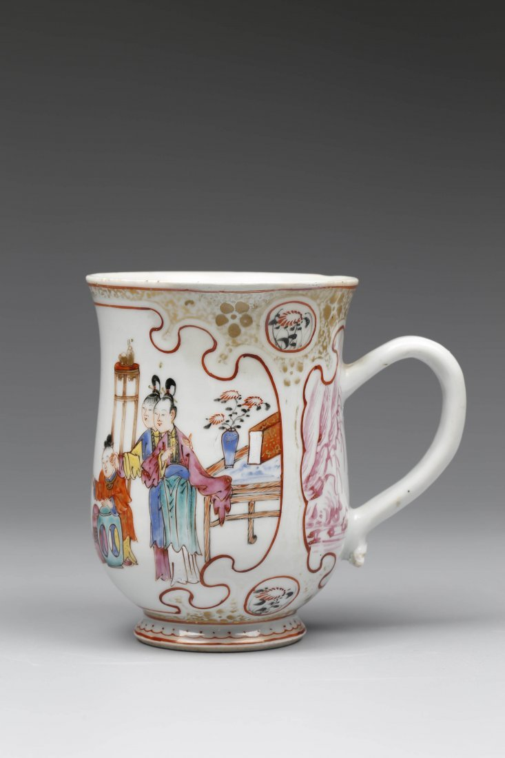 Export Famille Rose and Iron-red Porcelain Cup.