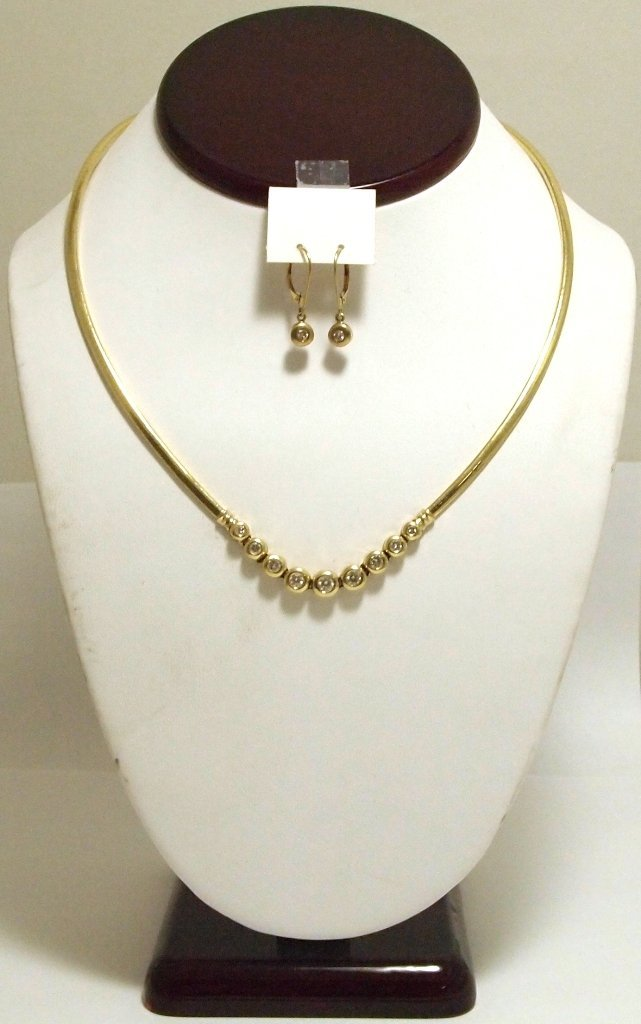 Pre-Owned Diamond 14k Gold Necklace & Earrings Set _-