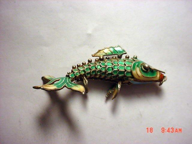 10: VINTAGE SILVER ENAMEL MOVABLE FISH PENDANT
