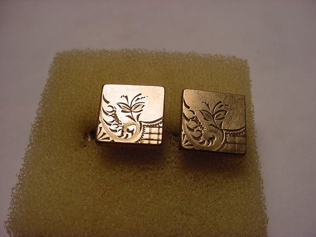 52: PAIR OF ENGRAVED GOLD FILLED CUFF LINKS